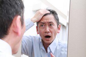病気が原因の抜け毛とは?脂漏性脱毛症、粃糠性脱毛症などの病気を解説