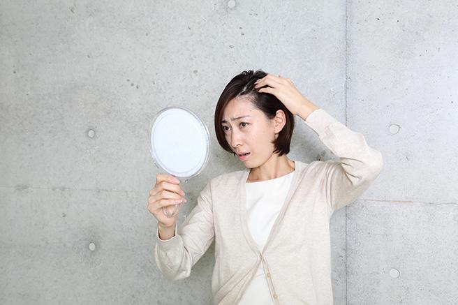 薄毛にパーマは逆効果?薄毛が気になる人のための髪型セット方法